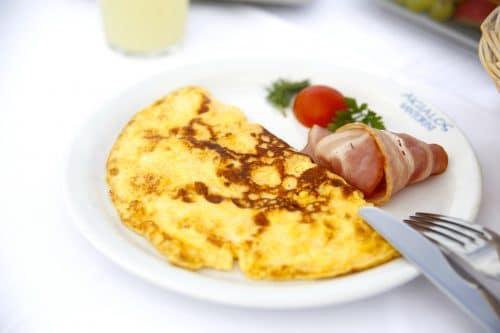 Omelette au lard et au fromage